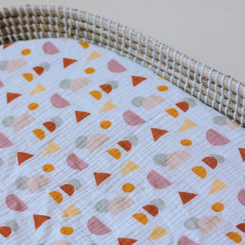 detalle estampado bajera muselina colori