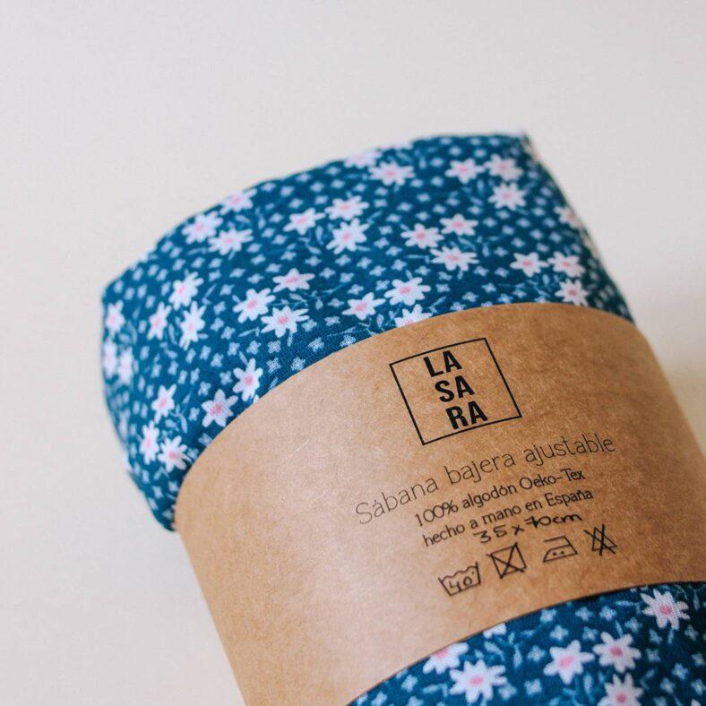 bajera algodon flores azules doblada etiqueta