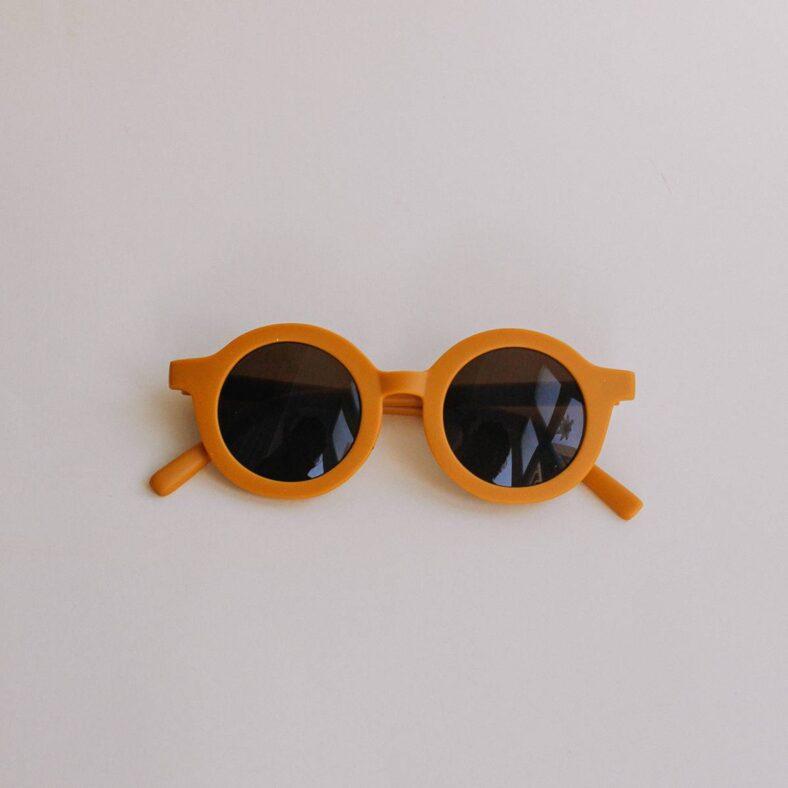 gafas de sol infantil amarillo frente