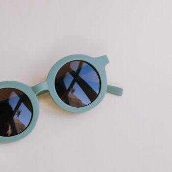 detalle gafas sol niño verdes