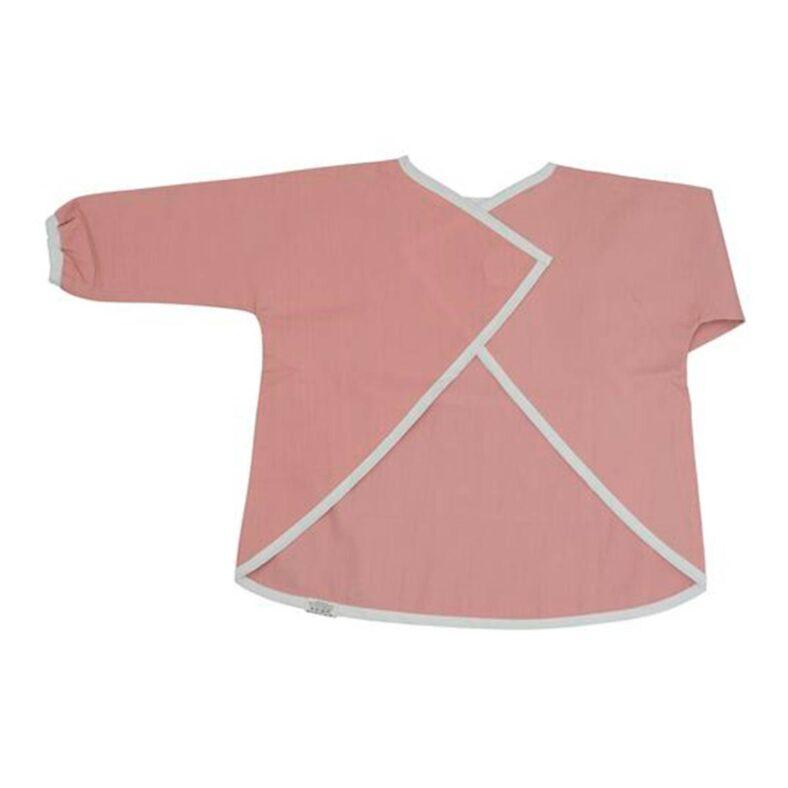 Niña con babi y babero con mangas rosa