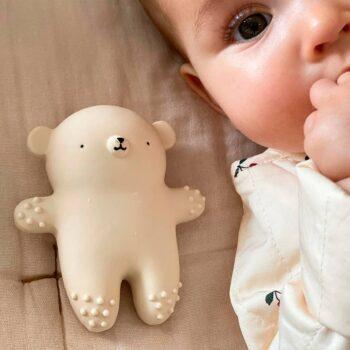 bebe con mordedor osos