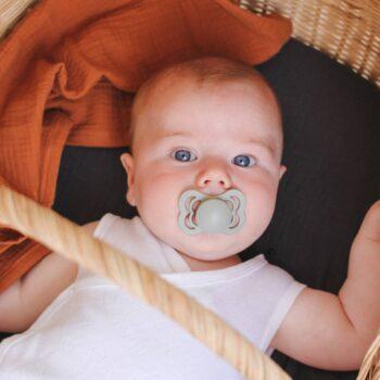bebe con bibs supreme sage