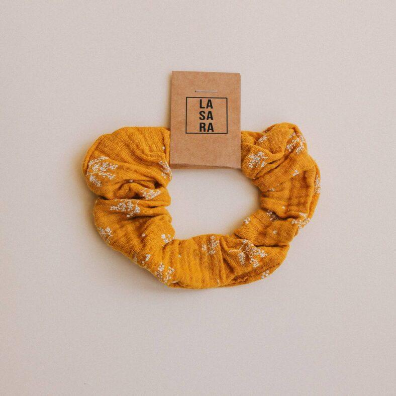scrunchie mostaza flores