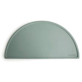 Mantel individual de silicona de Mushie. Modelo verde