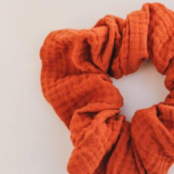 scrunchie coletero muselina rojo oxido