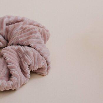 scrunchie pana rosa detalle
