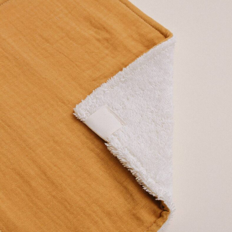 detalle toallita paño lactancia mostaza