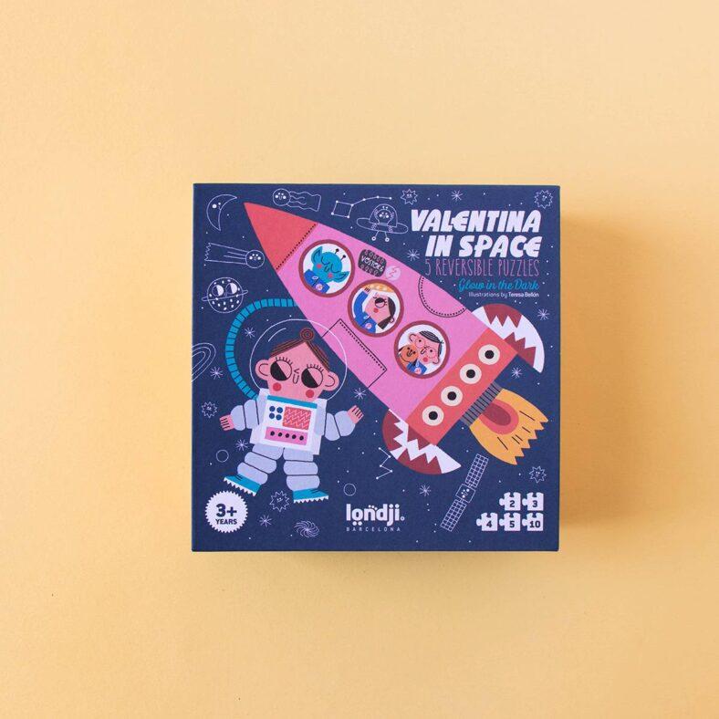 puzle valentina en el espacio caja delante